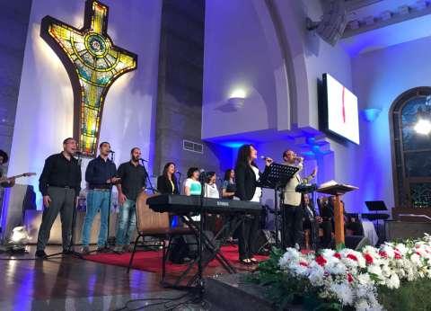 """الوزراء والمسؤولون يغادرون احتفال """"الإنجيلية"""" بعيد القيامة"""