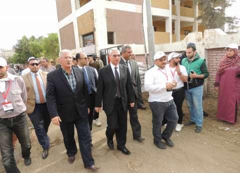 مدير أمن المنيا يوجه بمساعدة ذوي الاحتياجات الخاصة في التصويت