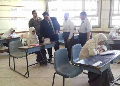 """وكيل """"تعليم جنوب سيناء"""" يتابع سير امتحانات النقل بمدينة رأس سدر"""