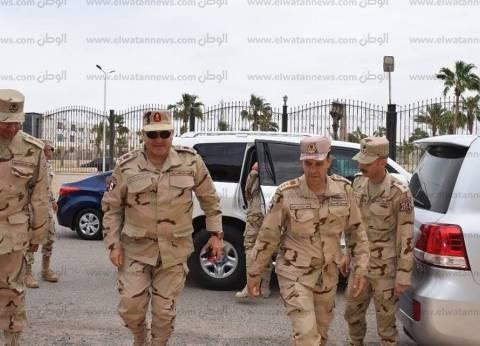 قائد الجيش الثالث الميداني يتفقد اللجان الانتخابية في جنوب سيناء