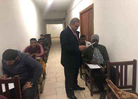 بالصور| رئيس جامعة الأزهر يتفقد امتحانات كلية الإعلام