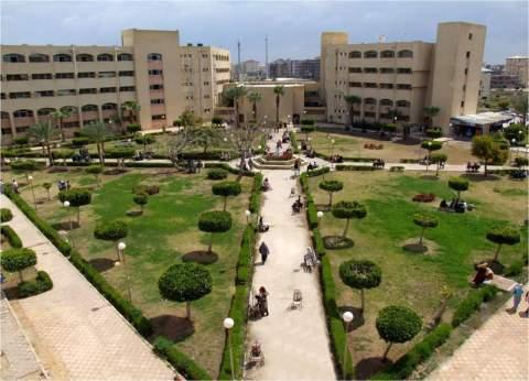 """رئيس """"المنصورة"""" يتفقد سير الامتحانات بالجامعة.. ويؤكد: ضبط 45 حالة غش"""
