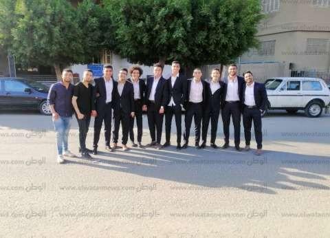 """زينة شباب مصر الجديدة.. طلاب يشجعون المواطنين على الاستفتاء بـ""""البدل"""""""