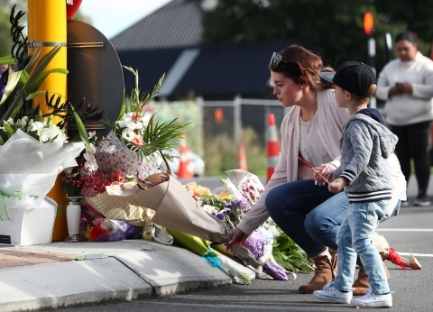 """""""بتحية الإسلام والصلاة على النبي"""".. شرطة نيوزلندا توجه خطابًا للمسلمين"""
