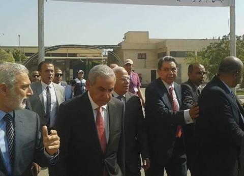 وزير التجارة والصناعة يعلن عن إنشاء 200 مصنع خلال الشهر الجاري بالعاشر