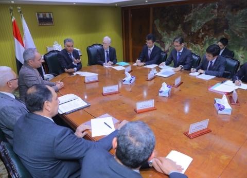 وزير النقل يلتقي السفير الياباني بالقاهرة لبحث سبل التعاون