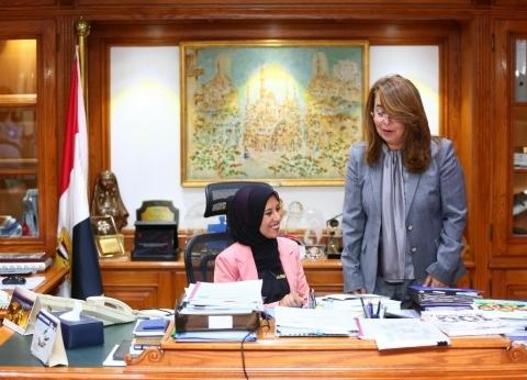 """بالصور  وزيرة اليوم الواحد تكشف لـ""""الوطن"""" نصائح غادة والي لها"""