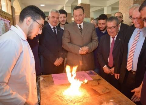 رئيس جامعة المنوفية يفتتح معرض المشروعات والتجارب العلمية