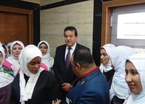 وزير التعليم العالي يفتتح وحدات الغسيل الكلوي بجامعة أسوان