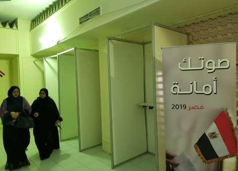المصريون في الكويت يتوافدون للإدلاء بأصواتهم في الاستفتاء