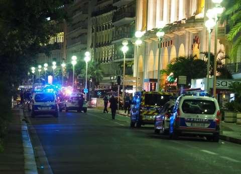 """عاجل  رئيس بلدية """"نيس"""": منفذ الهجوم أطلق النار على المحتفلين قبل أن تقتله الشرطة"""