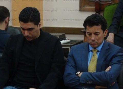 وزير الشباب والرياضة يقدم واجب العزاء لـ أحمد حسام ميدو في وفاة والده