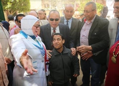 بالصور| محافظ كفر الشيخ يتفقد لجنة مدرسة عبدالله النحاس الابتدائية