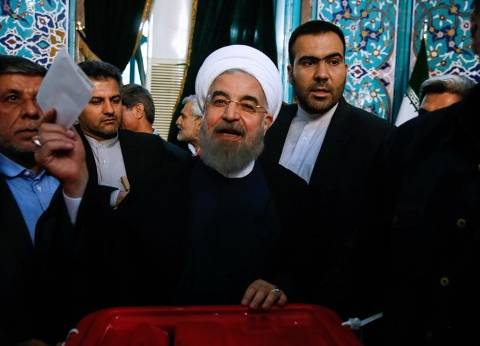 بالصور| روحاني وطبا يصوتان في انتخابات إيران