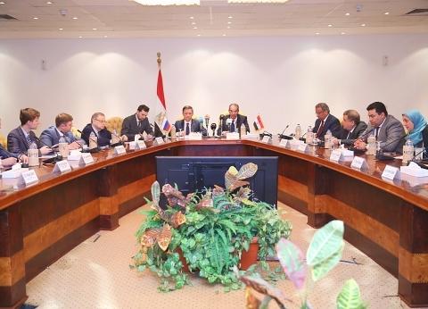 """""""وزير الاتصالات"""" يعرض فرصا استثمارية في مصر على 20 شركة روسية"""