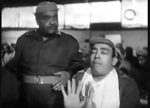 صورة نادرة.. إسماعيل ياسين يتبرع بـ2000 جنيه لتسليح الجيش المصري