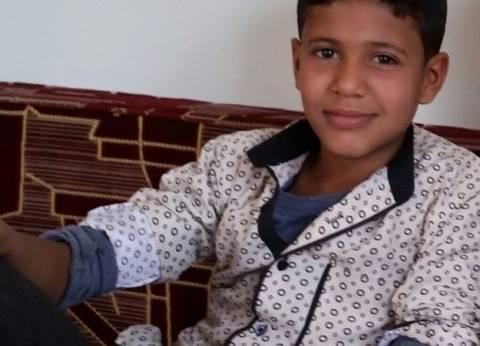 """محمد عبد الحكيم طفل يمني اخترع جرافة زراعية من السرنجات وعلب """"الكانز"""""""