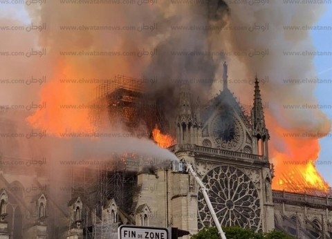 """دعم بدأه السيسي.. كيف تضامن قادة العالم مع فرنسا في حريق """"نوتردام""""؟"""