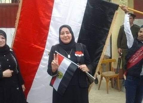 """عميد """"تربية المنصورة"""" تدلي بصوتها في الانتخابات"""