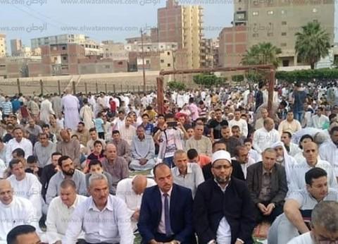 رئيس مدينة إيتاي البارود يؤدي صلاة العيد بساحة مركز الشباب