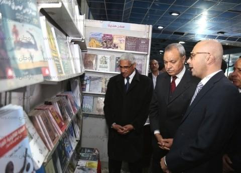 محافظ قنا يفتتح معرض الكتاب بنادي الفتيات