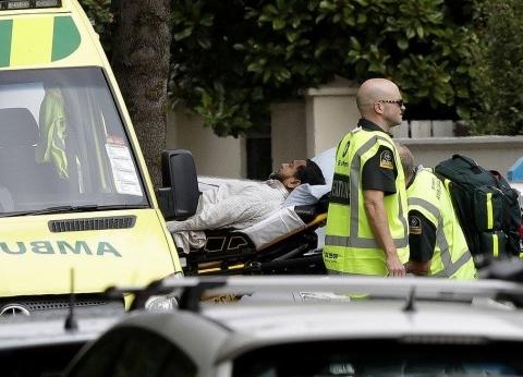 """شجاعة نادرة.. """"خادم"""" مسجد نيوزيلندا تصدى لرصاص الإرهاب وطارد المنفذ"""