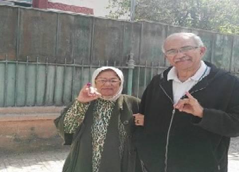 الأم 80 سنة والابن 60.. والهدف واحد: «مصر غالية علينا»