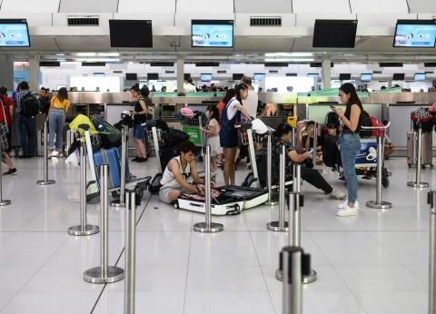 شرطة هونج كونج تعتقل 5 متظاهرين في المطار