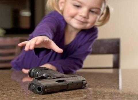 طفلة عمرها 3 سنوات تقتل نفسها باستخدام quotمسدسquot والدها