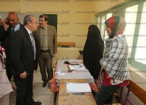 بالصور| محافظ كفر الشيخ يتفقد بعض لجان التصويت في بيلا