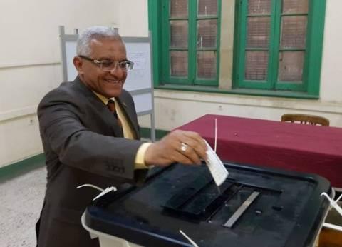رئيس جامعة المنيا يدلي بصوته في لجنة الثانوية العسكرية