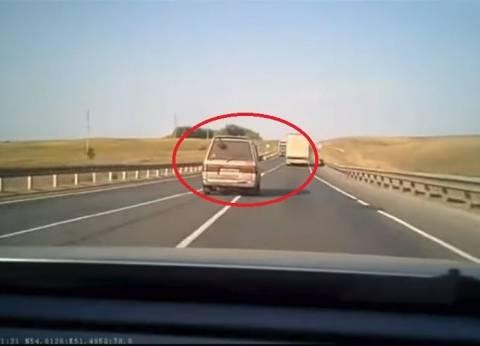 بالفيديو| تصادم مروع بين حافلة وشاحنة ومصرع جميع الركاب