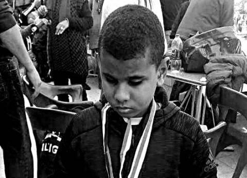 «محمد».. كفيف وأصم بـ8 بطولات سباحة ومهارات حياتية