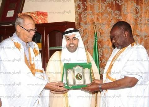 """بالصور  """"السلمي"""" يهدي درع البرلمان العربي لـ""""الرئيس الموريتاني"""" لدعمه لقضايا العرب"""