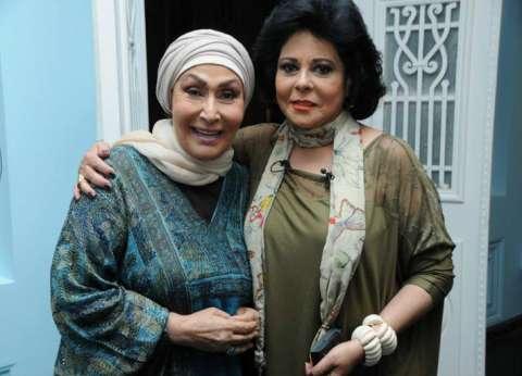 بالفيديو: صاحبة السعادة تزور سهير البابلي في منزلها بعد أزمتها الصحية