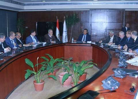 وزير النقل يتابع خطة صيانة القطارات بالسكة الحديد
