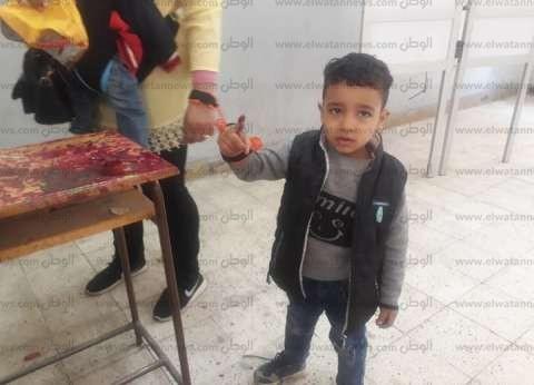 """من """"العبور"""" لـ""""شبرا"""".. فاطمة تصطحب طفليها للتصويت: هما المستقبل"""