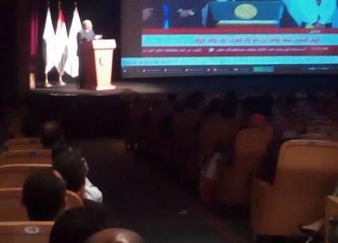 """محافظ الوادي الجديد يعرض إمكانيات المحافظة بـ""""مصر للعلوم والتكنولوجيا"""""""
