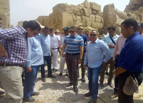 وزير الآثار يتفقد معبد الكرنك.. ويؤكد: نسعى لتحسين الخدمات المقدمة