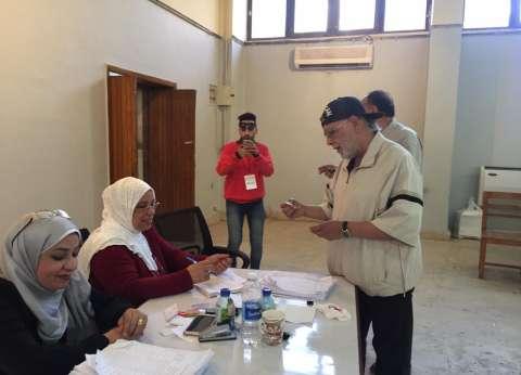 أشرف عبدالغفور يدلي بصوته في الاستفتاء على التعديلات الدستورية