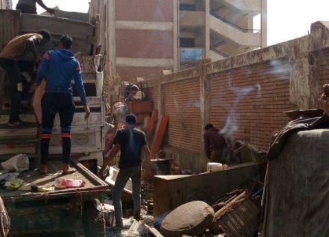 حملة لرفع القمامة أمام مجمع المدارس في شبرا الخيمة