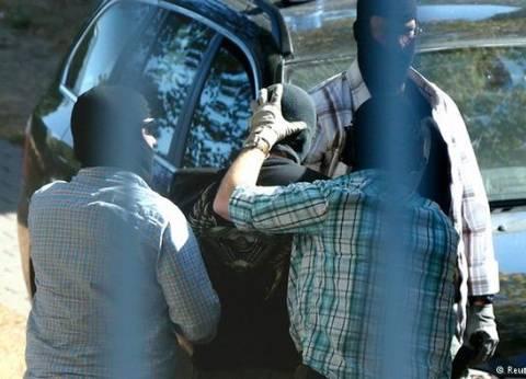دي ميزير: الموقوفون السوريون الثلاثة على صلة بهجمات باريس