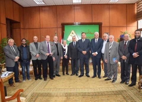 رئيس جامعة المنوفية يستقبل وفدا من نقابة الأطباء لبحث التعاون