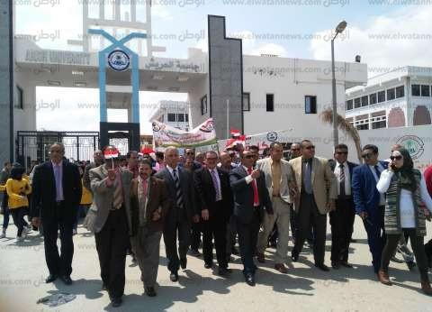 مسيرة لطلاب جامعة العريش وهيئة التدريس للمشاركة في الاستفتاء