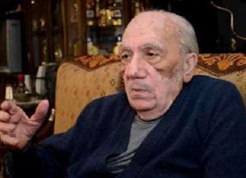 بدء صلاة الجنازة على محفوظ عبدالرحمن بمسجد الشرطة في أكتوبر