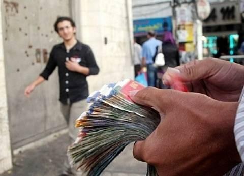 الدولار يفقد 5 قروش في السوق السوداء.. وتجار: أسعار السلع لن تنخفض