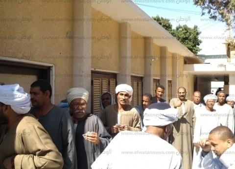 توافد المواطنين في دراو بأسوان على المشاركة في الاستفتاء