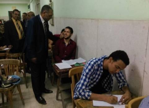 """عميد """"أصول الدين"""" بالأزهر يتفقد لجان امتحان """"القرآن الكريم"""""""