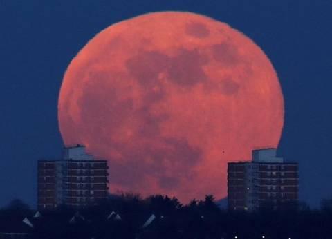 بالفيديو| القمر الأزرق الدموي في جميع أنحاء العالم