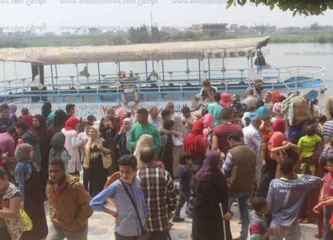 بالصور| إقبال كثيف على الرحلات النيلية بـ3 مدن في كفرالشيخ